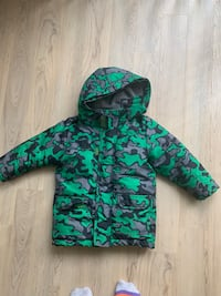 Green and black camouflage zip-up hoodie 3t 32 km
