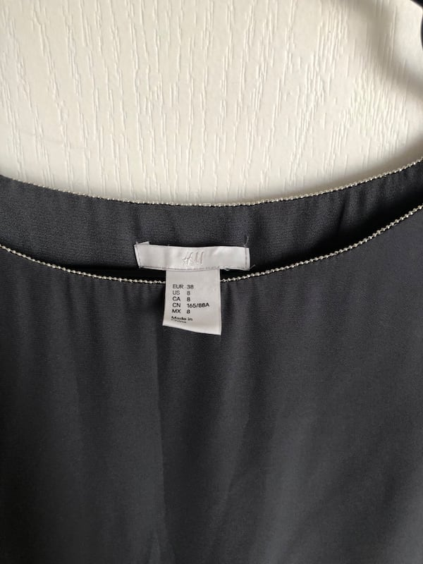 H&M grey dress 10d209b6-6ba0-4894-8950-3e95bf5c8638