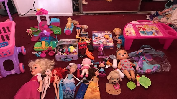 Assorted-color toy lot