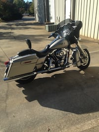 2008 silver gray cruiser motorcycle. excellent condition Riverdale, 30296