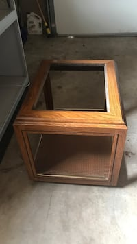 Brown wooden framed top coffee table Welland, L3C 5W6