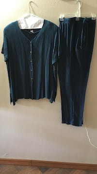 2pc dark teal pant set with pockets. Size XLG Winter Haven, 33880