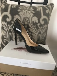 pair of black leather pointed-toe pumps Clearwater, 33761