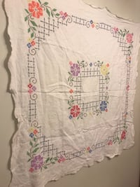 BEAUTIFUL HAND EMBROIDERED TABLE CLOTH Riverside, 92506