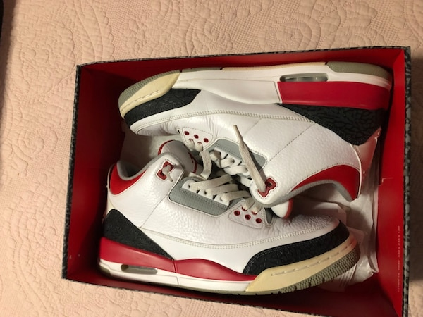 2918bb4430b9 Fire red 3s Jordan 3s size 10 Supreme Off white Nike usado en venta ...
