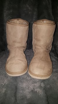 """Size 3 - """"ugg style"""" boots"""