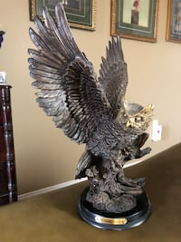 """The Natelia collection gorgeous OWL statue in excellent condition 12"""" tall excellent detail work Oshawa, L1J 8N4"""