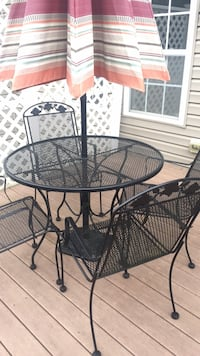 Round black metal patio table with chairs Silver Spring, 20910
