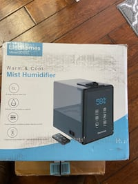 Elechome Warm and cool mist humidifier. New sells for over $100