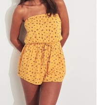 Yellow flower romper size large Calgary, T3G 4E1