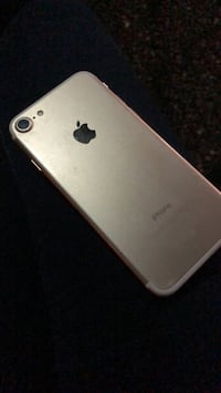 gold iPhone 7 Abbotsford, V2S