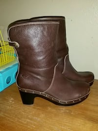 UGG Fold Over boots , worn once, womens 9 Daphne, 36526