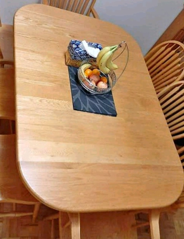 Wood table with 2 leafs to make it longer  f79ef316-27a2-4dce-b4e7-d96fc6f97779