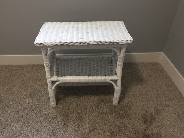 Used White Wicker Side Table For Sale In Chilliwack Letgo