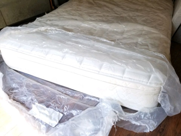 New queen mattress+ box spring delivery 30 to 50 depends how far 3c1f2dc8-0d61-4781-97e9-d8a4b6735c72