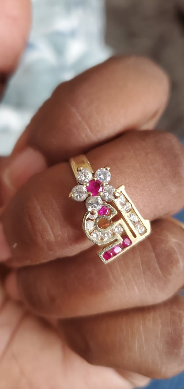 14k real Gold ring size 7 2f090561-4fe2-4965-8e1d-816677a48339