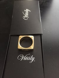 Square vitaly gold ring size 9 Mississauga, L5B
