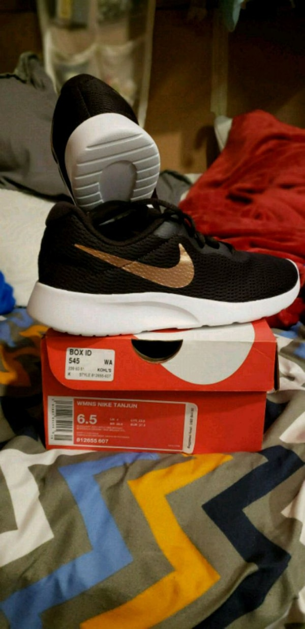 d90e87d02c78 Used Women s size 6 1 2 nike shoes for sale in Lafayette - letgo