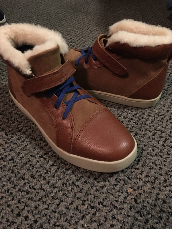 cce748e40ff Brand New Uggs Boys size 5(women's 7)... Never worn