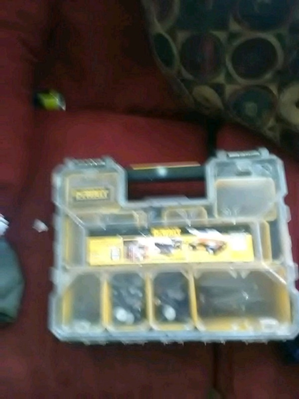 yellow and black plastic toy ae0daff4-70ac-442d-970d-f1504a76cec7