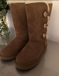 Brand New Uggs In Box Never Worn Chestnut Color Size 6 (Pickup Today) Warren, 48092