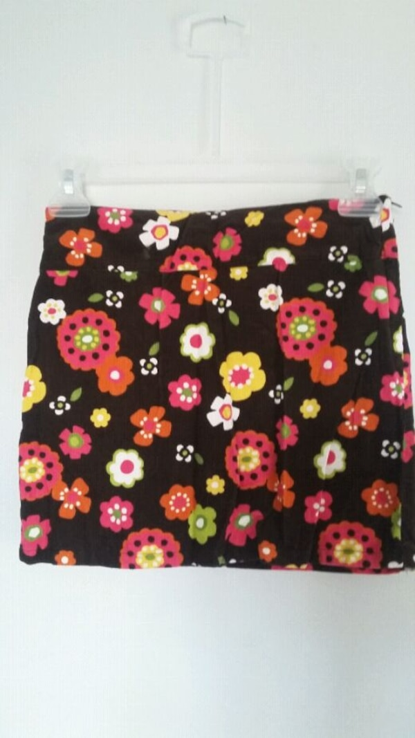Girl's skirts size 8 to 9 y  297720ec-a466-4b3d-9636-ee9120ab068f