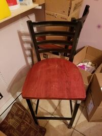 A set of 4 bar stools, in good condition. Montreal, H2E 1M8