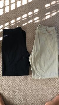 Men's Levi khakis and black pants in size 32 - 10$ for both Surrey, V3X 0B3