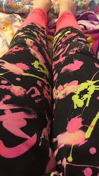 black and pink tight pants Stockport, 43787