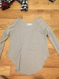 gray scoop-neck long-sleeved shirt Calgary, T3H 5G7