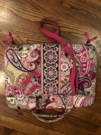 "Very gently used Vera Bradley computer bag that measures 17.5"" x 12.5"" - great condition.   Nashville, 37212"