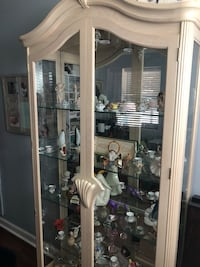 Display cabinet with light- great condition  Shrewsbury, 63119