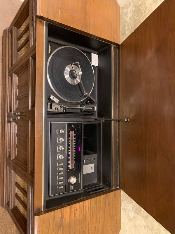 Vintage GE Console Stereo 3eb77083-2fe9-4a90-98b9-50aed93026d7