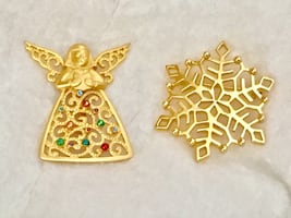 Two vintage metal Christmas pins JJ