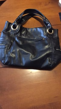 Black larger purse St Catharines, L2P 2J9