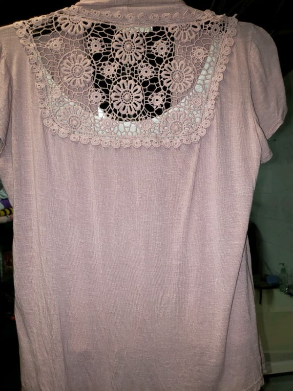 Size small pink/white top bbf154ac-c07e-4aad-92cf-90a8ea5573c1