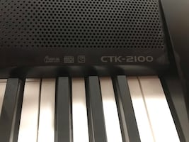 Electronic keyboard, excellent condition! Comes with stand.