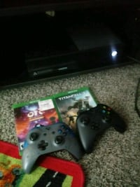 Xbox one w/ 2 games 2 controllers  Martinsburg, 25404