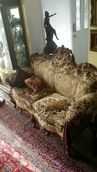 brown floral fabric loveseat Montreal, H3R 3L4