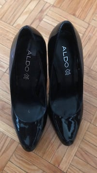 Pair of black leather pointed-toe flats Mississauga, L5B 4A8