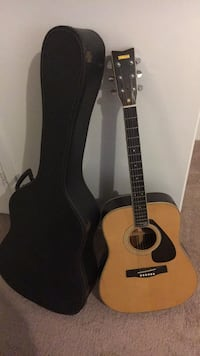 brown dreadnought acoustic guitar with gig bag Great Neck Plaza, 11021
