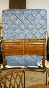 Queen size bed Duluth, 55811