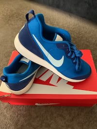 Brand New Nike Womens Sneakers Size 8 Burnaby, V5C 4S7
