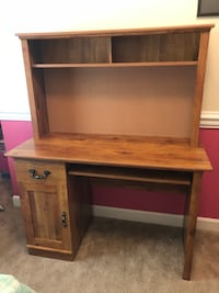 Desk for sale  Linganore, 21774