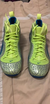 Pair of green-and-black nike basketball shoes Toronto, M1N 1R5