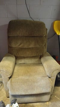 Lazy boy chair with remote Kitchener, N2H 5Y2