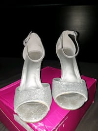Silver sparkly pumps size 7 Calgary, T3C 0N1