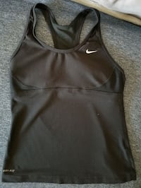 Nike built in sports bra workout top Vancouver, V6G 1S4