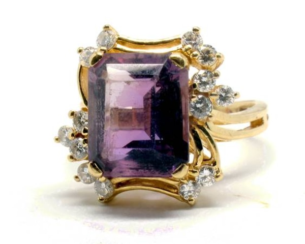 Ladies Amethyst & Diamond Ring
