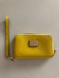 Michael Kors wristlet. Authentic. Excellent condition   Toronto, M4P 0B2